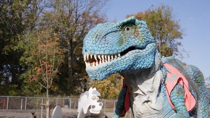 Dinosaurien Tyra börjar på förskolan